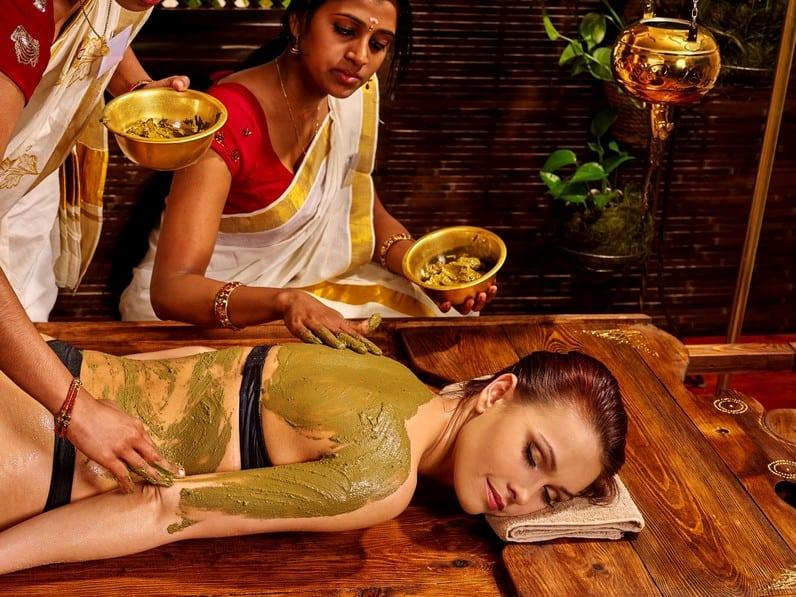 Masaż-indyjskimi-ziołami-Udvartana